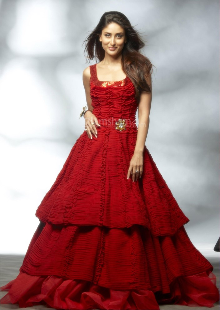 kareena-kapoor-look-dashing-in-red-dress-635795982256227634-17179