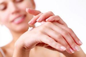 moisturising-hands
