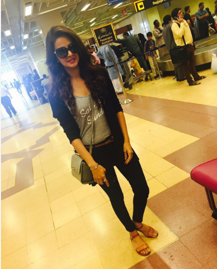 saba-qamar-at-airport-2